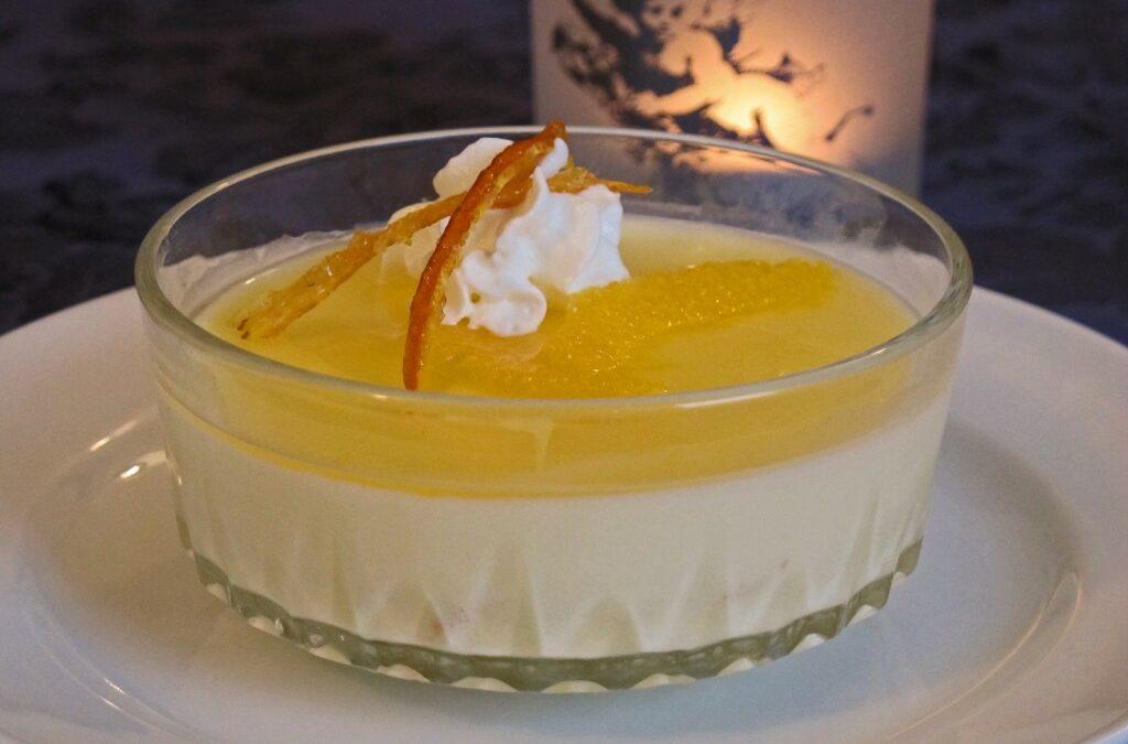 Appelsinfromasj med geletopping