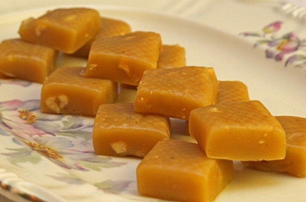 Karamell fudge med peanøtter