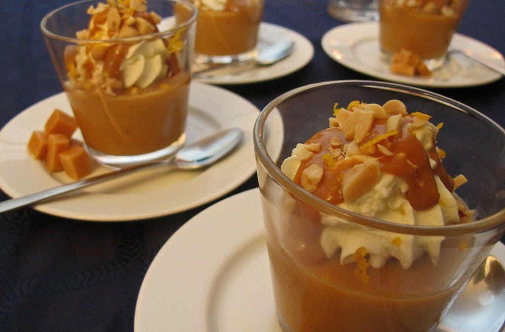 Karamellpudding med peanøtter