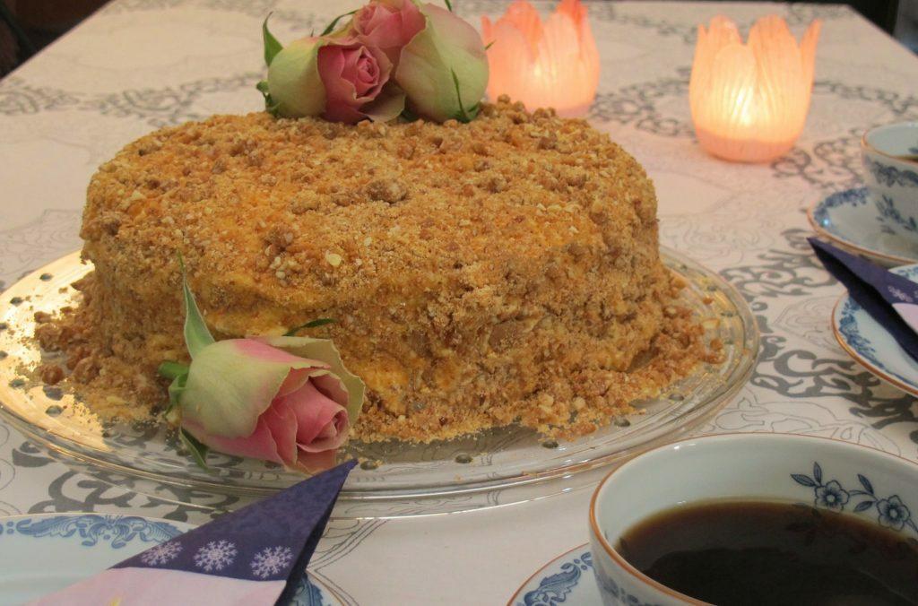 Crunched nougat cake