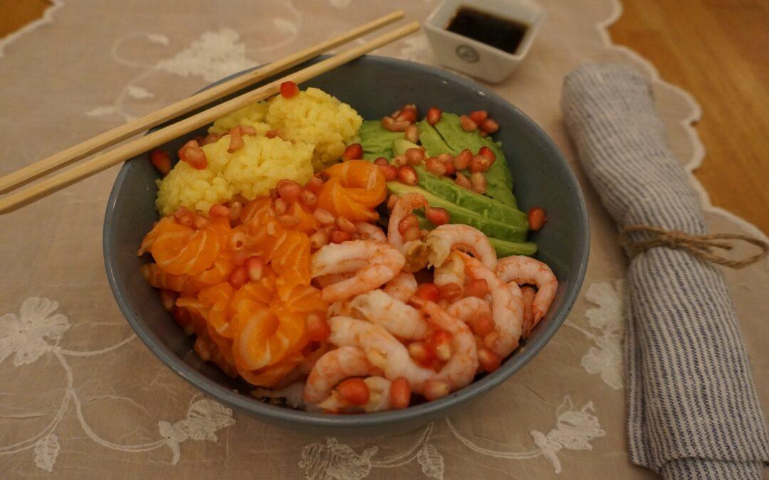 Poke bolle med sashimi og reker