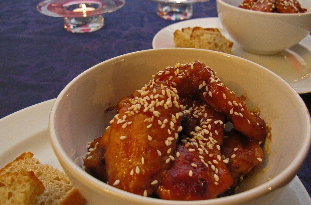 Søte og klebrige kyllingvinger med sesamfrø